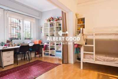 Pretty and ample corner apartment of 338 m²